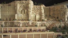 大模型Petra的陈列由乐高制成在Miniland Legoland编结在迪拜公园和手段储蓄英尺长度录影 股票视频