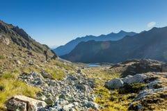 大横向山山 通过Uchkulan 高地湖 图库摄影