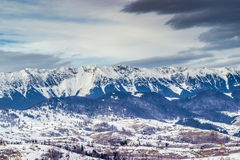 大横向山山 库存图片
