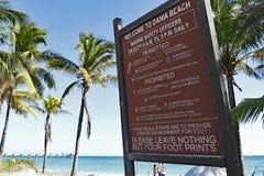 大欢迎到Dania海滩标志 免版税库存照片