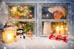 大气圣诞节窗口静物画 库存照片