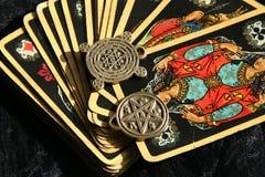 大气神秘的时运魔术出纳员巫婆 免版税库存图片