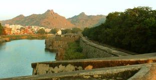 大沟槽的风景与堡垒城垛和大墙壁的在vellore 免版税库存图片
