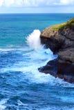 大波浪击中在考艾岛的基拉韦厄点 免版税图库摄影