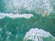 大波浪,盖用泡沫,击碎 库存图片