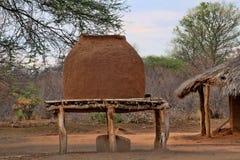 大泥罐在村庄,赞比亚 图库摄影