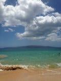 大海滩,完美的日子 库存照片