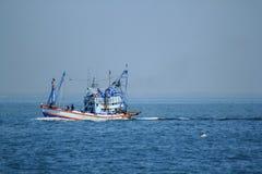 大渔船在海 免版税库存照片