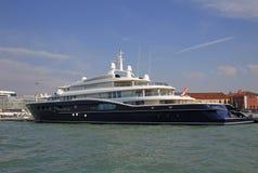 大游艇在威尼斯 库存照片