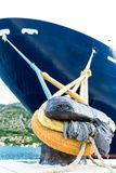 大游轮在港口 免版税库存图片