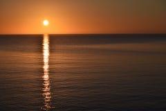 大湖在苏必利尔湖Copyspace的清早日出 免版税库存图片