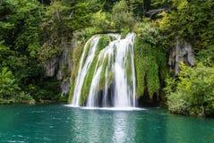 大瀑布视图在Plitvice国家公园在克罗地亚 免版税库存图片