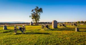 大炮和纪念碑在葛底斯堡,宾夕法尼亚 库存图片