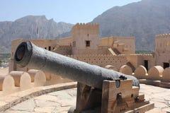 大炮尼兹瓦堡垒城堡的细节,阿曼 免版税库存图片