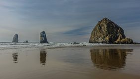 大炮海滩的干草堆 库存照片