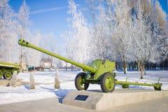 大炮,对俄国武装的一座纪念碑 2010年都市风景俄国1月莫斯科冬天 免版税图库摄影