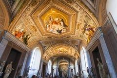 大烛台的画廊天花板在梵蒂冈 免版税库存图片