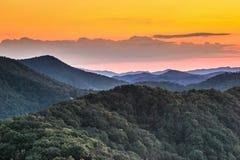 大烟雾弥漫的山脉国家公园 图库摄影