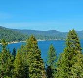 大熊湖在一个晴天 免版税库存照片