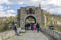 大特尔诺沃,保加利亚, 2015年4月04日,与保留门的狮子的tsarevets堡垒入口 图库摄影