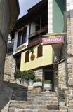 大特尔诺沃BG, 8月15日:中世纪镇大特尔诺沃的老议院从保加利亚的 库存照片