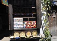 大特尔诺沃BG, 8月15日:纪念品店在从保加利亚的中世纪镇大特尔诺沃 库存图片