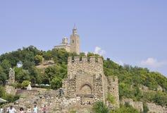 大特尔诺沃BG, 8月15日:Tsarevets堡垒和家长式教会从大特尔诺沃在保加利亚 库存图片