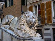 大狮子老大理石象热那亚大教堂圣劳伦斯湾 免版税库存图片