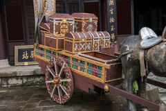 大理市,云南在旅行的龙旅馆与剑前 免版税库存照片