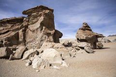 大理沙漠的岩层在玻利维亚 免版税图库摄影