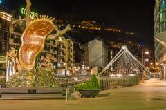 大理熔化的时钟雕象晚上视图 免版税图库摄影