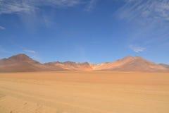 大理的沙漠,超现实的五颜六色的贫瘠风景 免版税图库摄影