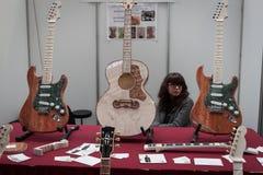 大理石吉他在米兰吉他&在2013年之外寸  免版税库存图片