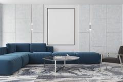 大理石和棕色客厅,海报,蓝色沙发 库存照片