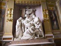 大理石圣母怜子图在Trinita dei Monte教会里在罗马意大利 库存图片
