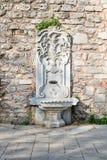大理石在Gulhane公园,苏丹Ahmet区,伊斯坦布尔雕刻了饮水器 免版税图库摄影