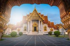 大理石寺庙, Wat在日出的Benchamabopitr Dusitvanaram 免版税图库摄影