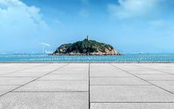 大理石平台和海岛 免版税库存图片