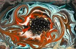大理石抽象丙烯酸酯的背景 红色使有大理石花纹的艺术品圈子纹理 玛瑙波纹样式 金粉末 免版税库存照片