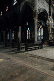 大理石柱&彩色玻璃Windows -被放弃的教会-纽约 免版税库存图片