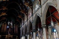 大理石柱&彩色玻璃Windows -被放弃的教会-纽约 免版税库存照片