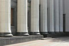 大理石柱廊  免版税图库摄影