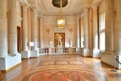 大理石楼梯栏杆餐具室的看法在保罗餐厅  免版税库存图片