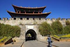 大理老市,云南,中国门和墙壁 免版税库存图片