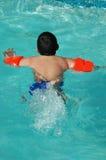 大男孩游泳 库存图片