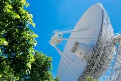 大白色无线电望远镜RTF-32 图库摄影