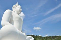 大白色菩萨雕象 免版税库存图片