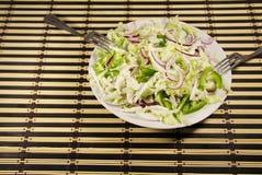 大白菜沙拉用青椒和葱 图库摄影