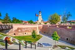 大监督大教堂Belltower,阿尔巴尤利亚,晨曲,罗马尼亚 免版税库存照片