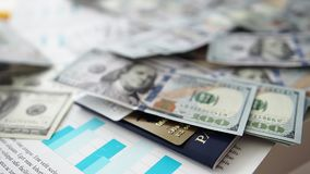 大相当数量美国从上面倒下在任意顺序的纸币 股票录像